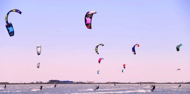 Серфинг с парашютом на воде