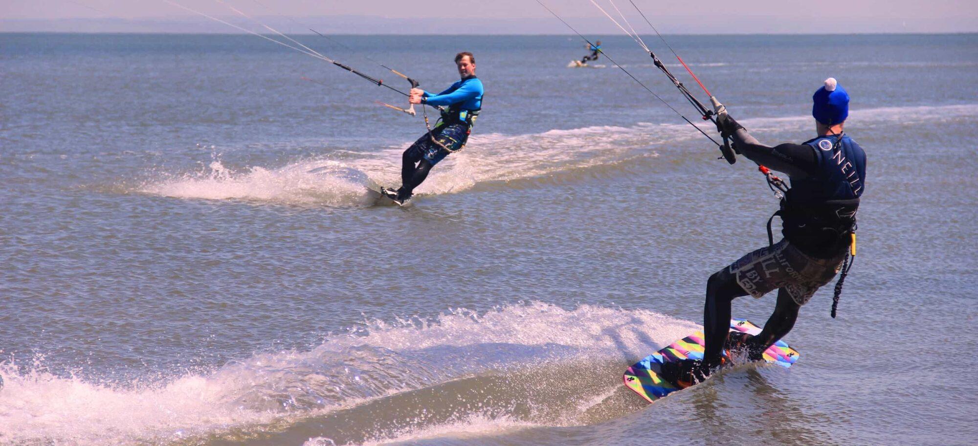 Вид спорта на воде с доской